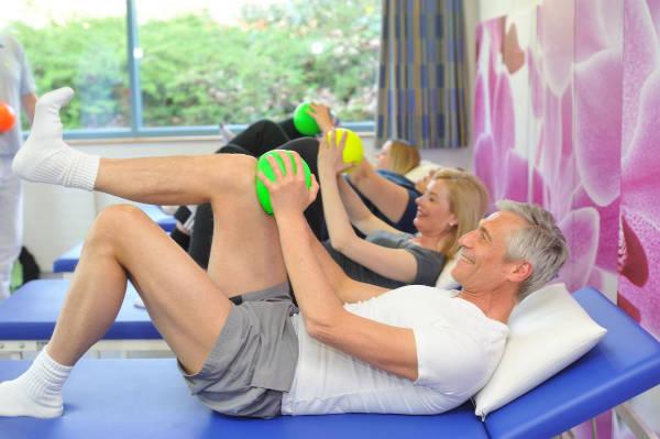 Physiotherapeutisches Gruppentraining im Rahmen der Rehabilitation nach Hüft-OP