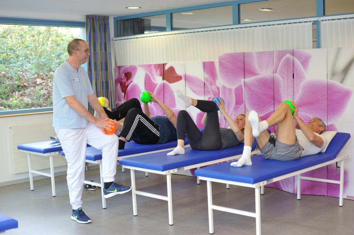 Gruppentraining im Rahmen der Rehabilitation nach einer Hüft-ÜO